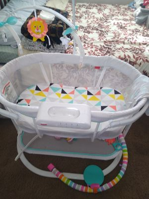 baby bed with music and massager for Sale in Palmdale, CA