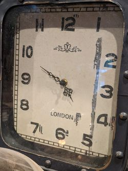 Nice Little Vintage Looking Metal Clock Works Well for Sale in Long Beach,  CA