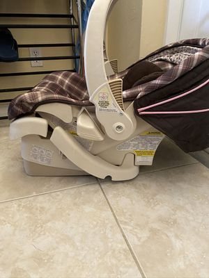 Car Seat, Bouncer, Bumbo booster for Sale in Cape Coral, FL