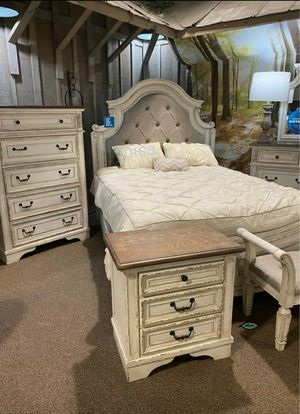 ♨️♨️ Best Offer ♨️SPECIAL] Realyn Chipped White Panel Bedroom Set SAME DAY DELIVERY ON DISPLAY 🙋‍♀️🙋‍♀️🙋‍♀️ for Sale in Jessup, MD