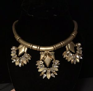 Authentic Stella and Dot Statement Piece Necklace with Gorgeous Amber, Honey, and Clear Stones and gold toned mesh like chain Vintage for Sale in BELLEAIR BLF, FL