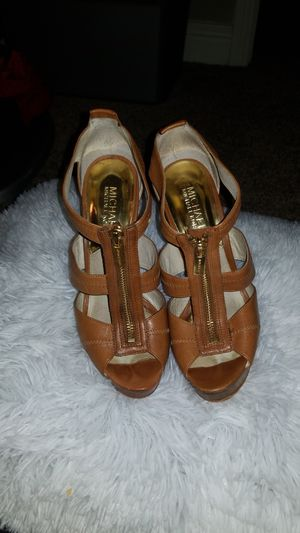 Used beautiful MICHAEL KORS heels for Sale in Houston, TX