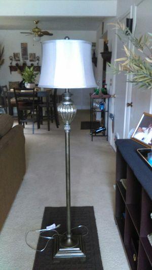 Beautiful 3-way floor lamp for Sale in Taylors, SC