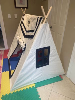 New in box Dexton Toadi Fort 54L x 48W x 60H inches Indoor Outdoor Pitch Pretend Play Tent Wooden Poles Fire Resistant Cotton MSRP $142 for Sale in Covina, CA