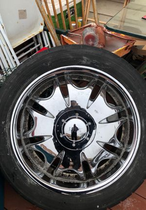 Four Rims275 / 45 R 20. 106H M+s 5 lug universal for Sale in St. Louis, MO