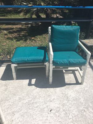 2 Pool chairs with 2 ottomans for Sale in Saint Cloud, FL