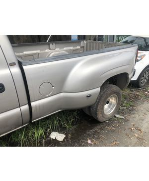 Dually bed for 01-07 gmc and Chevy pick ups 3500 dual rear wheel OEM parts silvwrado sierra for Sale in Fort Lauderdale, FL