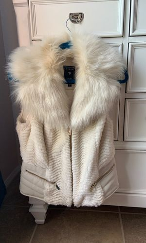 Guess leather and faux fur vest for Sale in Clearwater, FL