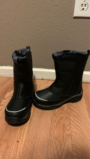 Snow boots kid size 13 for Sale in Perris, CA