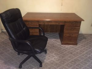 Computer desk with chair for Sale in Ashland, KY