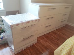 New dresser and nightstand for Sale in Hialeah, FL