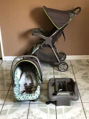 LIKE NEW GRACO TRAVEL SYSTEM STROLLER CAR SEAT AND BASE for Sale in Riverside, CA