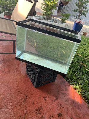 Fish tank 30gal for Sale in Miami, FL
