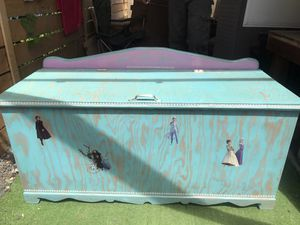 Frozen II themed toy box for Sale in Portland, OR