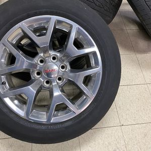 20 GMC Sierra Rims and tires for Sale in Carpentersville, IL