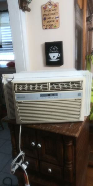 6,500 btu air conditioner...CLEAN for Sale in Philadelphia, PA