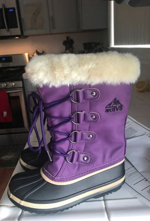 Snow and raining boots Sami news , size 34 kids size for Sale in Winters, CA