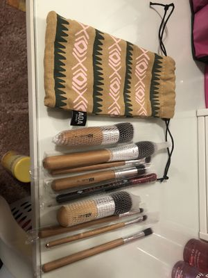 Makeup brushes with bag for Sale in Commerce, CA