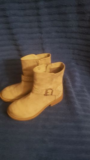 Size 1 little girl boots for Sale in Tulare, CA