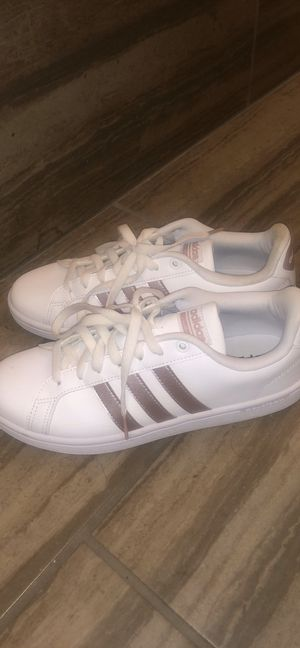 Adidas Size 8.5 Women's for Sale in Colwich, KS