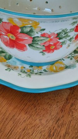 * Pending Pickup*Pioneer Woman Ceramic Strainer Bowl With Plate for Sale in Elma,  WA