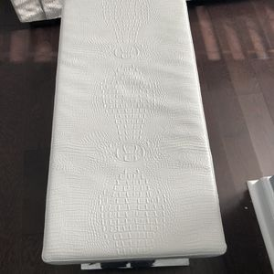 44 in. Traditional Ottoman Bench in White Faux Leather for Sale in Germantown, MD