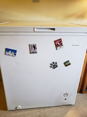 Frigidaire deep freezer (small) for Sale in Brooklyn, NY