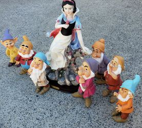 """Gorgeous Large 13"""" SNOW WHITE & The Seven Dwarfs Figurine Complete Set, Super Nice! for Sale in Lake Elsinore,  CA"""