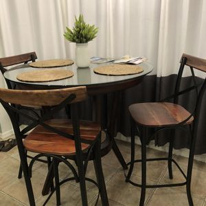Beautiful Breakfast Room High Top W/3 High Top Chairs for Sale in Belle Isle, FL