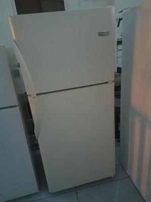 Frigidaire Refrigerator for Sale in Palmetto, FL