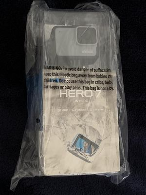 GoPro - HERO7 White HD Waterproof Action Camera - White NEW SEALED for Sale in Doral, FL