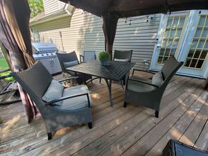 Hampton Bay Patio Furniture Table with Four Chairs and Umbrella for Sale in Newport News, VA