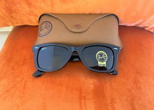 Brand New Authentic Wayfarer Sunglasses for Sale in Milwaukee, WI
