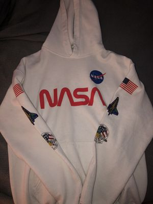 BARELY WORN HOODIE & SHIRTS for Sale in Dallas, GA