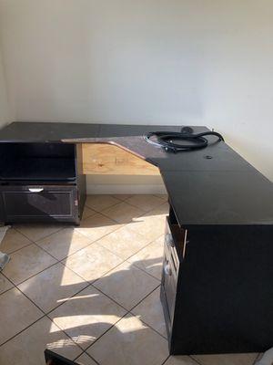 Desk and hutch FREE! for Sale in Cape Coral, FL