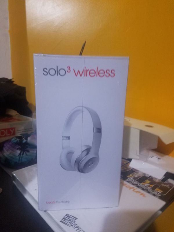 Brand New Beats Solo Wireless 3 Special Edition Silver