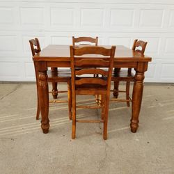 Beautiful Dinning Table for Sale in Colton,  CA