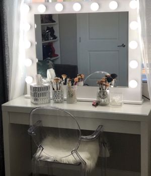 15 bulb vanity (mirror only) 41x32.5 makeup vanity for Sale in Garden Grove, CA
