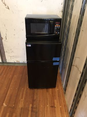Mini fridge with microwave for Sale in Paramount, CA