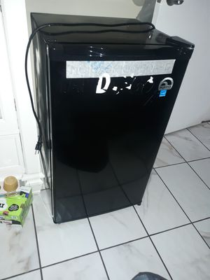 Mini fridge [IGLOO] for Sale in Whittier, CA