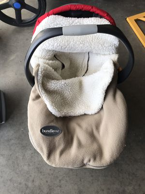 Bundle me Infant Winter Car seat Cover for Sale in Forest Lake, MN