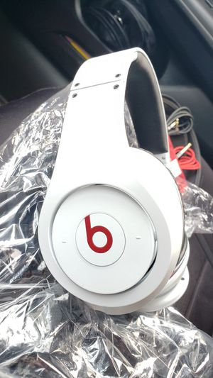 NEW Beats by Dre Studio Headphones WIRED - White/Red First Generation UNUSED for Sale in Long Beach, CA