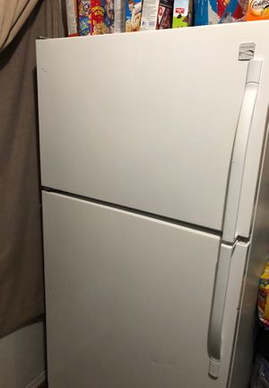 Free NON working Fridge, for Sale in Long Beach, CA