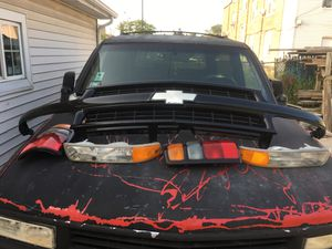 Z71 Grill and lights for Sale in Cicero, IL