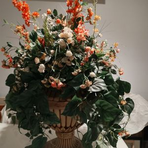 Large Silk Flower Arrangement In Beautiful Container Pot for Sale in Columbus, OH