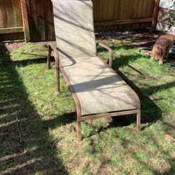 Free Outdoor Lounge Chair for Sale in Tigard,  OR