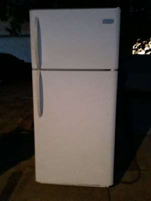 Refrigerator FREE JUST STOP COOLING for Sale in Palmdale, CA