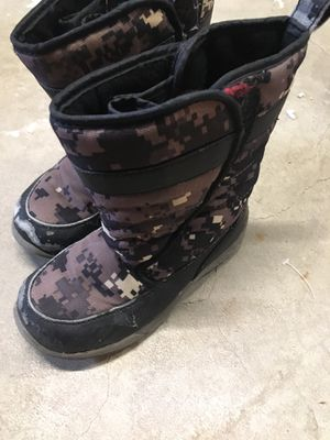 Free snow boots toddler size 11 for Sale in Oak Lawn, IL