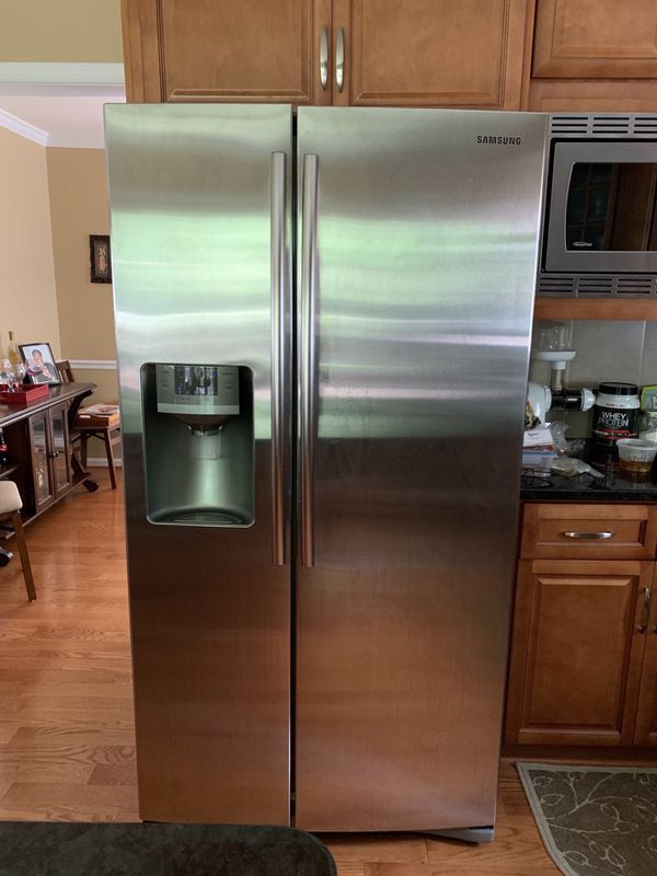 Refrigerator Samsung Stainless Steel Side by Side w/Ice & Water Dispenser