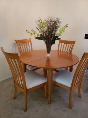 7pc Maple Dinette set with leaf for Sale in Ontario, CA